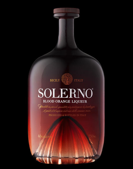 Solerno Liqueur. Uno de sus diseños más audaces, sin duda. Al ser un licor de naranja quisieron representar al exprimidor como parte de la botella, dándole un toque realmente elegante.