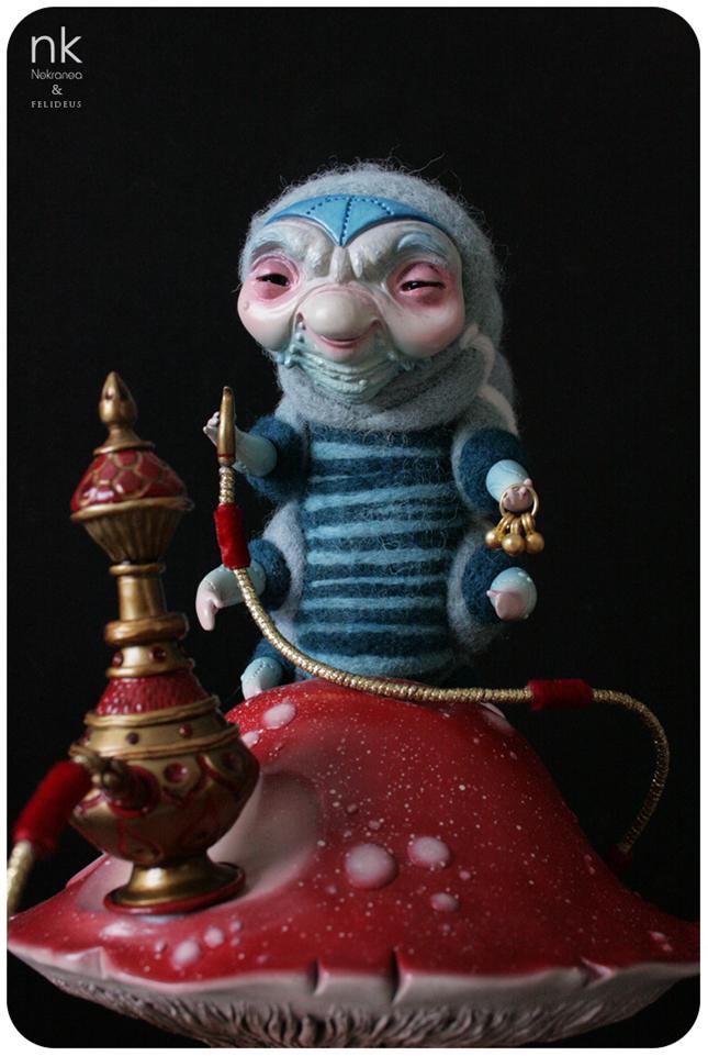 """""""The Blue Caterpillar"""" - Pieza en colaboración con Felideus para la Auguste Clown Gallery inspirada en el conocido personaje de Alicia en el País de las Maravillas."""