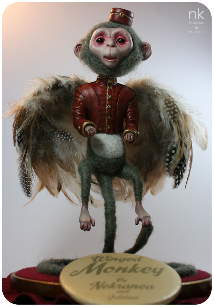 """Winged Monkey"" - Escultura en colaboración con Felideus para ""Visions of OZ — A Celebration of Art from Over the Rainbow"""