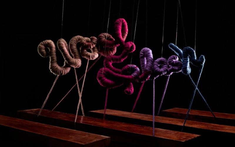 Composición hecha con diferentes colores de lana.